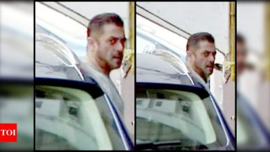 Salman Khan makes his first appearance post the release of 'Radhe: Your Most Wanted Bhai' as he arrives at his residence to celebrate Eid with family - Times of India