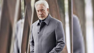 """Sir Tom Jones Reacts To Becoming The Oldest Singer To Top UK Charts, """"I Didn"""