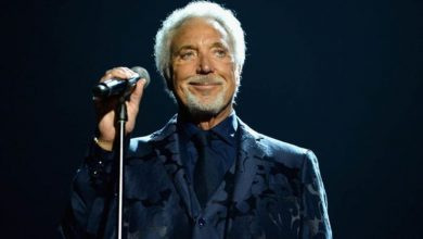 Tom Jones: 'Panty throwing' distracted him during performances