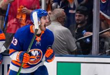 Islanders ride huge second period to critical Game 4 win over Lightning