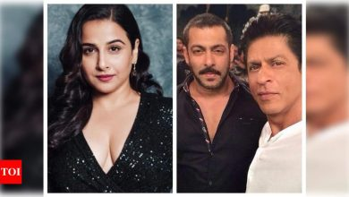 A fan asks Vidya Balan to choose between Shah Rukh Khan and Salman Khan and her reply is unmissable! - Times of India
