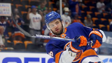 Barry Trotz doesn't 'question' sitting Islanders' Oliver Wahlstrom