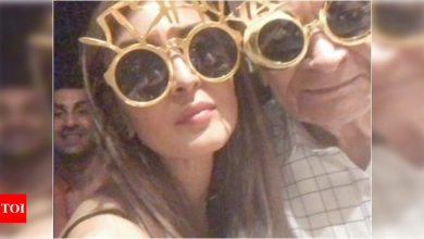 Can you spot Ranbir Kapoor in THIS picture from Alia Bhatt's grandfather's birthday bash? - Times of India