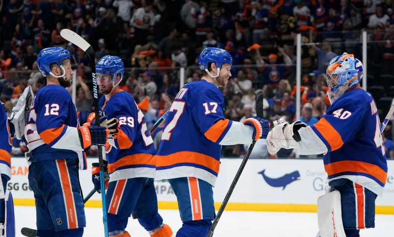 Critical Islanders decisions led to striking team unity