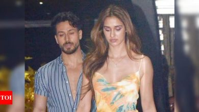 Disha Patani and Tiger Shroff pulled over by Mumbai Police during car drive - Times of India