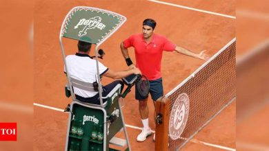 Federer loses cool at French Open before making last 32   Tennis News - Times of India
