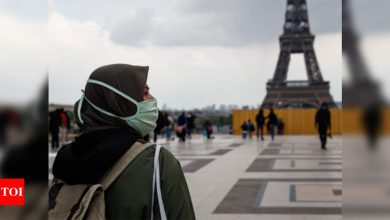 France welcoming back vaccinated tourists - Times of India