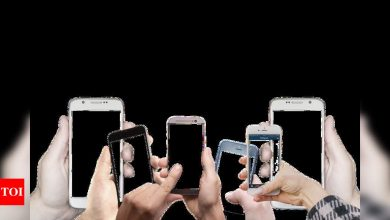 Global smartphone market to grow by 12% in 2021, claims report - Times of India