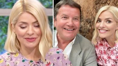 Holly Willoughby stuns fans in 'lookalike' snap with dad as she celebrates Father's Day