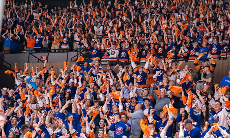 Islanders fans team up with singer for epic national anthem performance