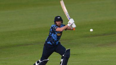 Jonny Bairstow, on one leg, hits 48-ball hundred as Yorkshire dominate Worcestershire