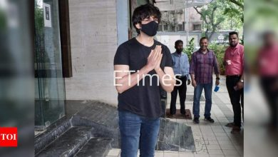 Kartik Aaryan gets papped outside a production house - Times of India