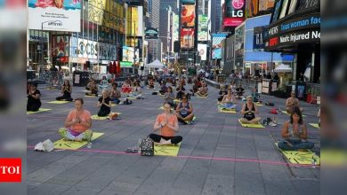 Over 3,000 people perform Yoga at iconic Times Square | India News - Times of India