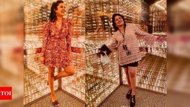 Photos: Priyanka Chopra visits Rock and Roll Hall of Fame with her mother Madhu Chopra - Times of India