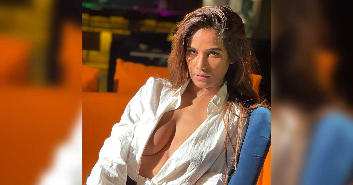 """Poonam Pandey To Strip Again If India Wins Against New Zealand, Says """"I'll Think Of Controversy If Possible"""" - Check Out"""