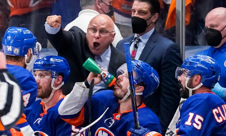 Rare Barry Trotz line change pays off for Islanders
