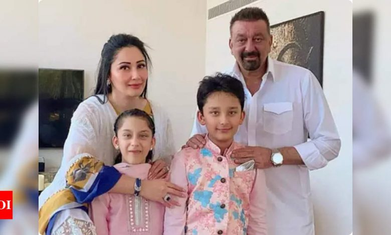Sanjay Dutt returns to Dubai to be with Maanayata Dutt and kids-Exclusive! - Times of India