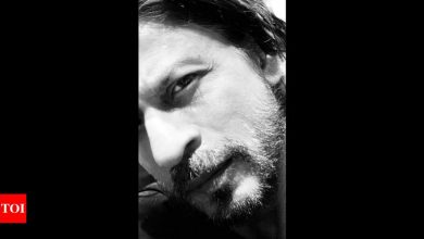 Shah Rukh Khan gears up to get back to work by trimming off his beard - Times of India