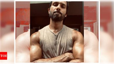 Shahid Kapoor looks ripped as he shows off his muscles in his latest post-workout picture - Times of India