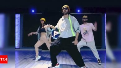 Watch: Kartik Aaryan shakes a leg to Allu Arjun's song 'Butta Bomma' and it is simply unmissable - Times of India