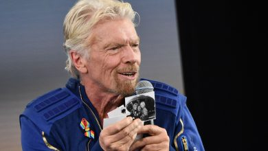 Richard Branson Offers Spaceflight Advice for Jeff Bezos (and Future Customers)