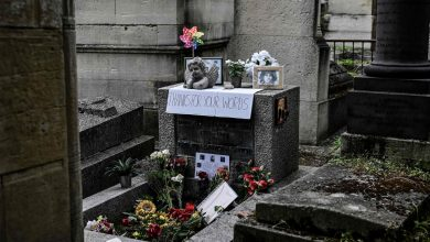 50 years after his death, fans honor Jim Morrison in Paris