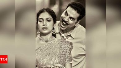 Akshay Kumar wishes Bhumi Pednekar on her 32nd birthday with a sweet post! - Times of India