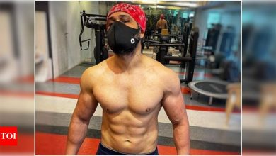 Emraan Hashmi flaunts washboard abs post his epic body transformation - Times of India
