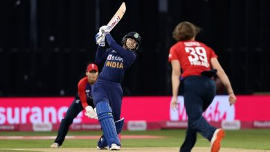 England opt to bowl; both teams unchanged