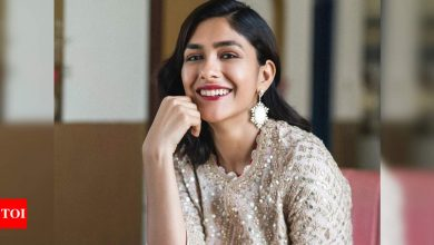Mrunal Thakur: Every time I had a bad day, I visualised myself on a movie set; I love being an actor - Times of India