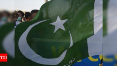 Pakistan bans air travel for unvaccinated people - Times of India