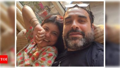 Pankaj Tripathi reveals his wife handled 'ghar ka bhaar' when he was roaming on the streets of Mumbai looking for acting jobs - Times of India