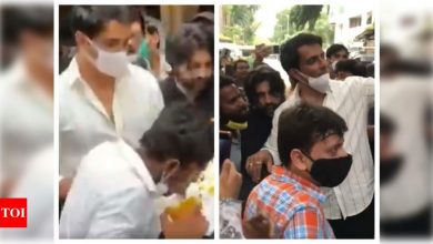 Sonu Sood is 'humbled' as people gather outside his house to celebrate his birthday; fan makes a painting of the actor with his tongue - Times of India
