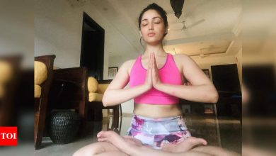 Yami Gautam feels 'at peace' as she indulges in Yoga at her Mumbai home - Times of India