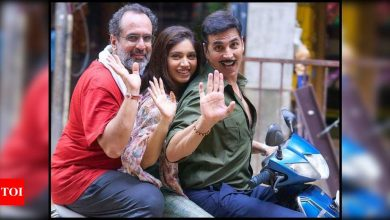 Akshay Kumar shares pictures with Bhumi Pednekar and Aanand L Rai as they wrap the Mumbai schedule of 'Raksha Bandhan' - Times of India