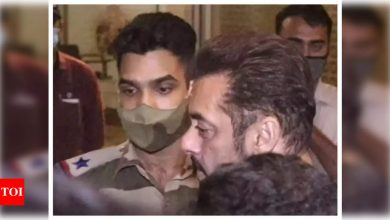 CISF clarifies the officer who stopped Salman Khan at the airport was not penalised but 'rewarded for exemplary professionalism' - Times of India ►