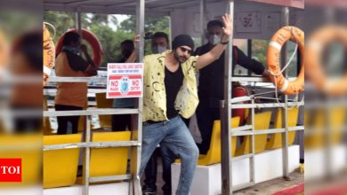Kartik Aaryan kickstarts 'Freddy' schedule; catches a ferry to the film sets - Times of India