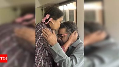 Shabana Azmi tweets priceless pic with brother Baba Azmi, shares how close they have been over the years - Times of India