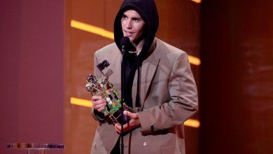 Justin Bieber shouts out 'this COVID thing ' in VMAs speech, 'ya know'