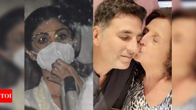 After welcoming Ganpati home, Shilpa Shetty visits bereaved Akshay Kumar to offer condolences - Times of India ►