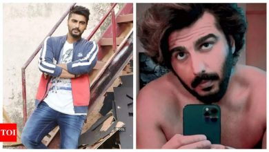 Arjun Kapoor gets fans all excited by sharing a shirtless mirror selfie as he preps up for 'Ek Villain Returns' - Times of India