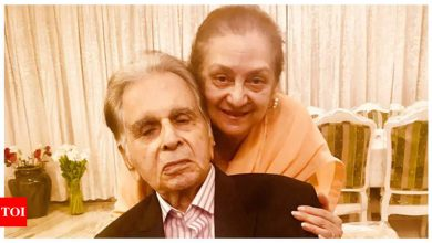 Faisal Farooqui announces decision to deactivate Dilip Kumar's Twitter account with the consent of Saira Banu - Times of India