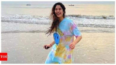 Janhvi Kapoor reveals she hides in the trunk of her car to evade paparazzi - Times of India