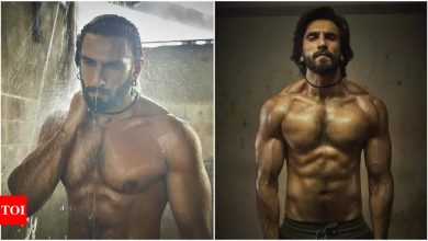Ranveer Singh flaunts his chiseled abs while shelling out major #MondayMotivation goals - Times of India