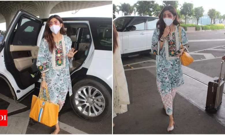 Shilpa Shetty makes a stylish appearance in an ethnic suit at the airport-pics - Times of India