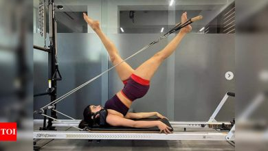 Stretch and glow! Janhvi Kapoor shells out some perfect amount of fitness inspiration - Times of India