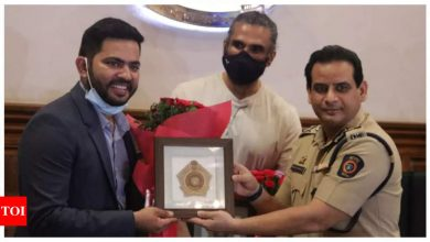 Suniel Shetty distributes 800 air purifiers to be installed at police stations - Times of India
